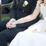 mani unite durante la cerimonia