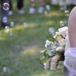 un bouquet in mezzo alle bolle di sapone